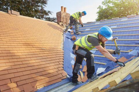 <b>Roofers</b> in Woodseat
